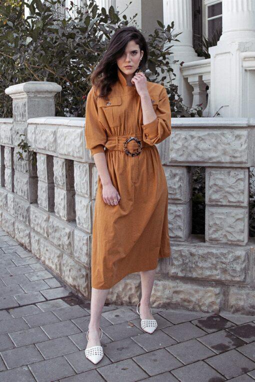 שמלת כותנה כאמל עם חגורת אבזם