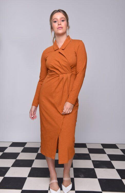 שמלת צווארון גוון כאמל