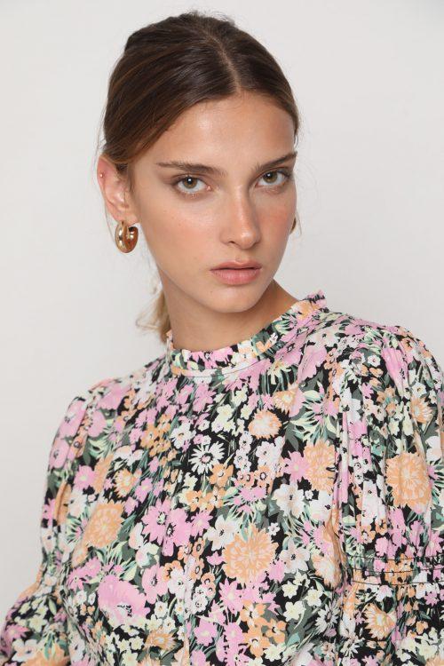שמלת פלורל אורך 3/4 עם מפתח צוואר כיווצים