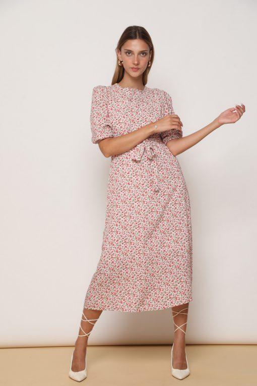 שמלת לוסי אורך 3/4 וקשירה קדמית, בהדפס פרחים אדומים